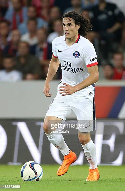 Edinson Cavani of PSG in action during the French Ligue 1 match between Lille OSC and Paris SaintGermain at Grand Stade Pierre Mauroy on August 7...