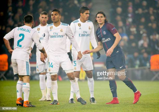 Edinson Cavani of PSG isolated in Real Madrid's defence with Daniel Carvajal Sergio Ramos Carlos Casemiro Raphael Varane during the UEFA Champions...