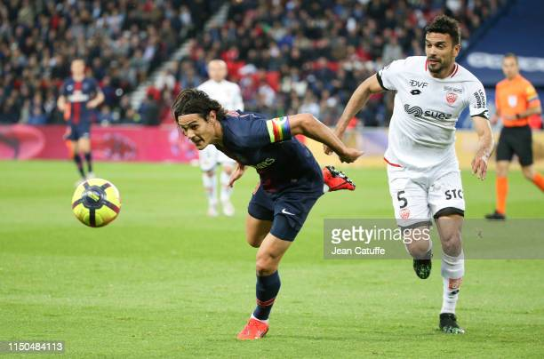 Edinson Cavani of PSG Oussama Haddadi of Dijon during the French Ligue 1 match between Paris SaintGermain and Dijon FCO at Parc des Princes stadium...