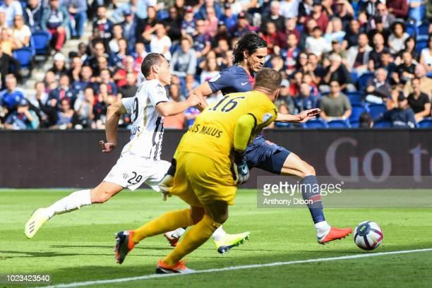 Edinson Cavani of PSG scores a goal during Ligue 1 match between Paris Saint Germain PSG and Angers on August 25 2018 in Paris France