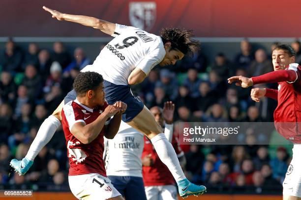 Edinson Cavani of PSG scores a goal during the Ligue 1 match between Fc Metz and Paris SaintGermain at Stade SaintSymphorien on April 18 2017 in Metz...
