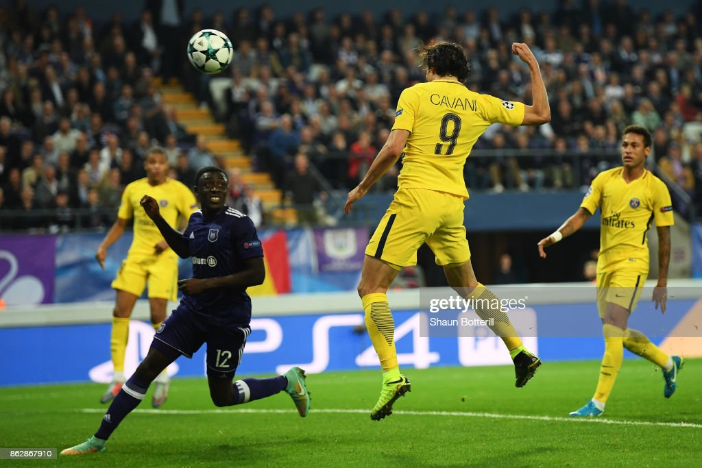 Edinson Cavani of PSG scores his sides second goal during the UEFA Champions League group B match between RSC Anderlecht and Paris Saint-Germain at Constant Vanden Stock Stadium on October 18, 2017 in Brussels, Belgium.