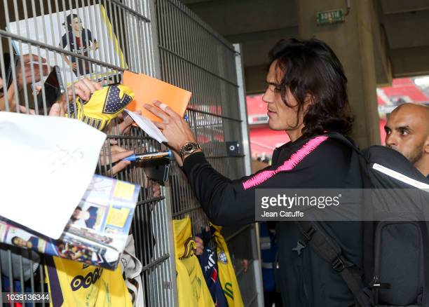 Edinson Cavani of PSG signs autrographes for supporters following the french Ligue 1 match between Stade Rennais FC and Paris Saint Germain at...