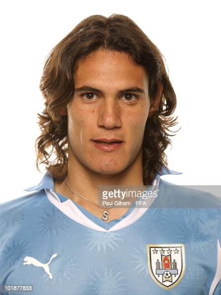 URUGUAY - Etnografía, cultura y mestizaje Edinson-cavani-of-uruguay-poses-during-the-official-fifa-world-cup-picture-id101877833?s=594x594