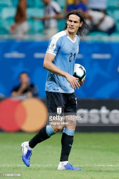 Edinson Cavani of Uruguay prepares to take his penalty during a penalty shootout after the Copa America Brazil 2019 quarterfinal match between...