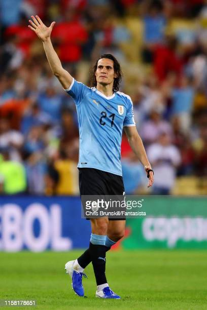 Edinson Cavani of Uruguay waves to the crowd after the Copa America Brazil 2019 group C match between Chile and Uruguay at Maracana Stadium on June...