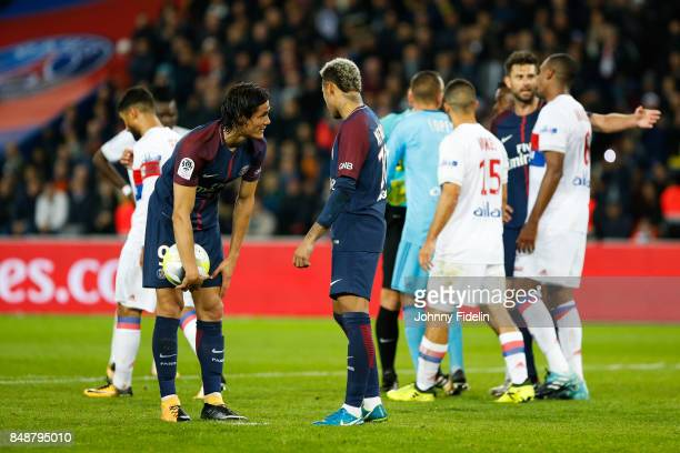Edinson Cavani talk with Neymar Jr of PSG for who shoot the penalty during the Ligue 1 match between Paris Saint Germain and Olympique Lyonnais at...