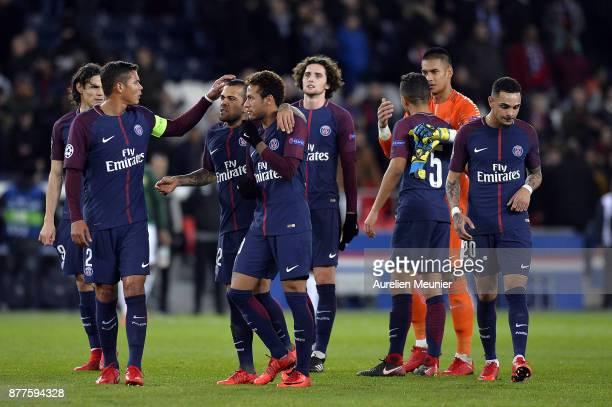 Edinson Cavani Thiago Silva Dani Alves Neymar Jr Adrien Rabiot Marquinhos Alphonse Areola and Layvin Kurzawa of Paris SaintGermain react after the 71...