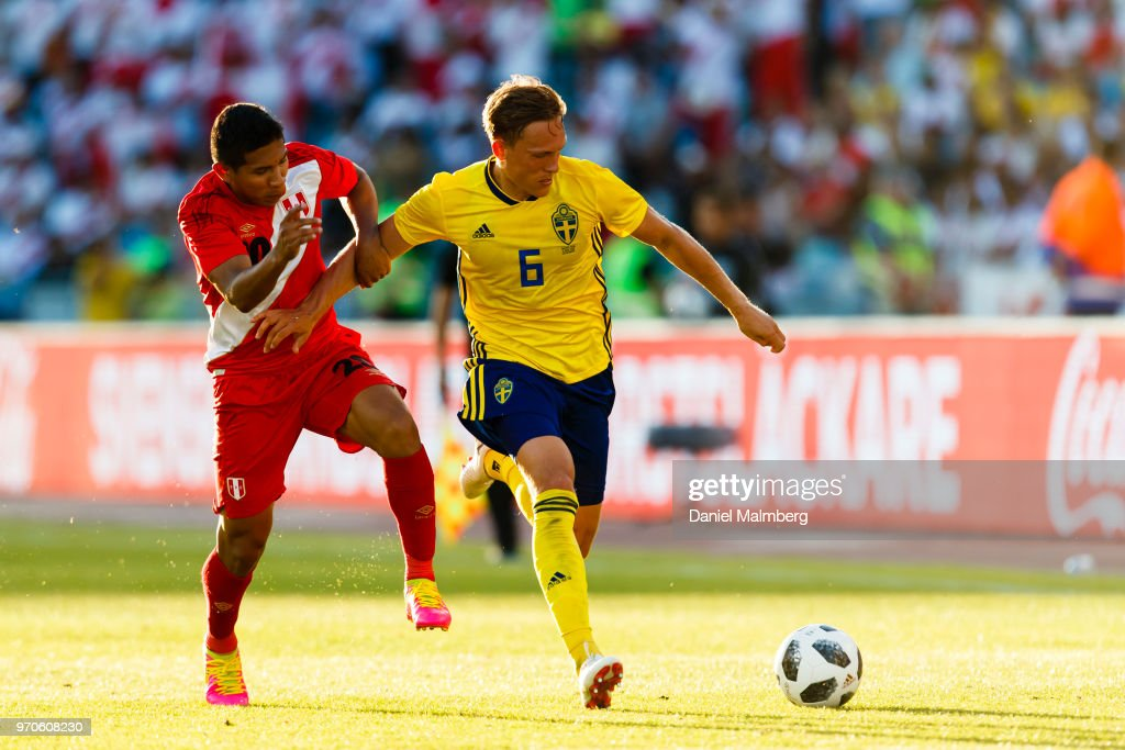 Edison Flores #20 of Peru and Ludwig Augustinsson #6 of Sweden battle for the ball, during the international friendly match between Sweden v Peru at the Ullevi Stadium on June 9, 2018 in Gothenburg, Sweden.