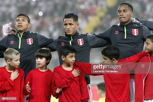 Edison Flores Yoshimar Yotun and Andre Carrillo of Peru look on prior the international friendly match between Peru and Scotland at Estadio Nacional...