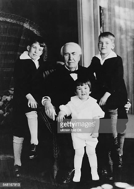 Edison Thomas Alva *11021847 Erfinder Unternehmer USA Entwickelte 1879 die Gluehlampe mit seinen Enkelkindern 1928