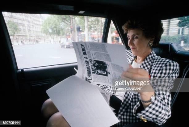 Edith Cresson nouveau premier ministre dans sa voiture de fonction à Paris le 18 mai 1991 France