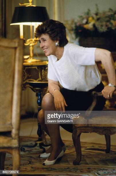 Edith Cresson nouveau premier ministre dans son bureau de l'Hotel Matignon à Paris le 18 mai 1991 France