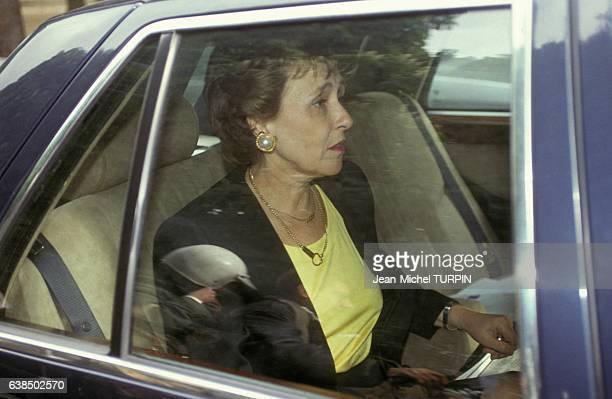 Edith Cresson premier ministre français quittant en voiture Antenne 2 pour Matignon le 16 mai 1991 à Paris France