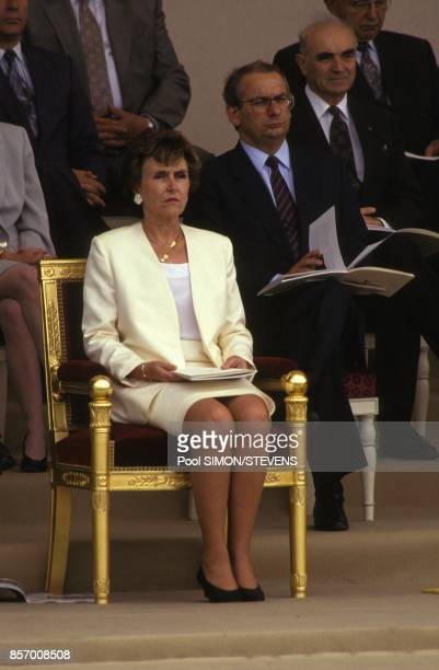 Edith Cresson premier minsitre avec en arriere plan Michel Delabarre et Hubert Curien lors du defile du 14 juillet sur les ChampsElysees le 14...
