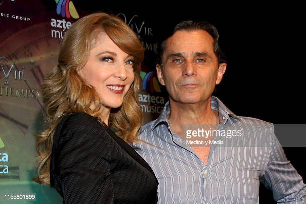 Edith Gonzalez and the actor Humberto Zurita poses for the phoos during the presentation of telenovela Vivir a Live Untimely on July 31 2013 in...