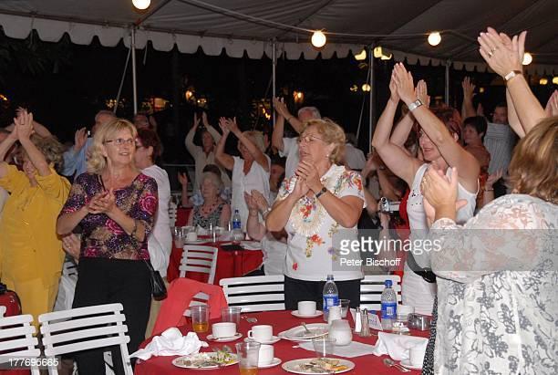 "Edith Moik , Fans, Musik-Show ""Aloha & Servus"", ""Sheraton Hotel"", Honolulu, Insel Oahu, Hawaii, Amerika, USA, klatschen, Zuschauer, Publikum, PBE,"