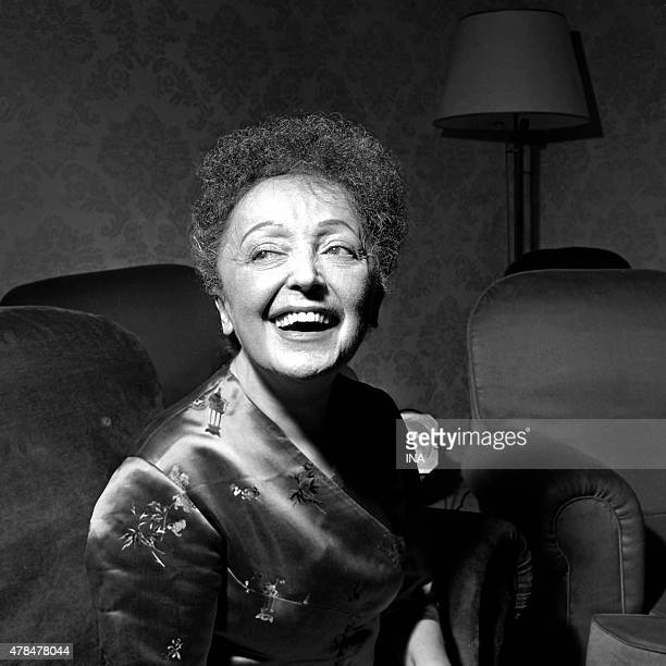 Edith Piaf on the occasion of the Golden blazon of the marathon of the French song which was awarded to him for his song Lord
