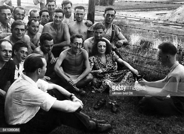 Edith Piaf*Cabaret singer Francevisits a POW camp during World War II