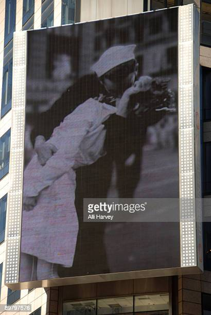 Edith Shain and Lt Bob Skibar attends the reenactment of the famous photo of the Times Square victory kiss on August 14 2009 in New York City
