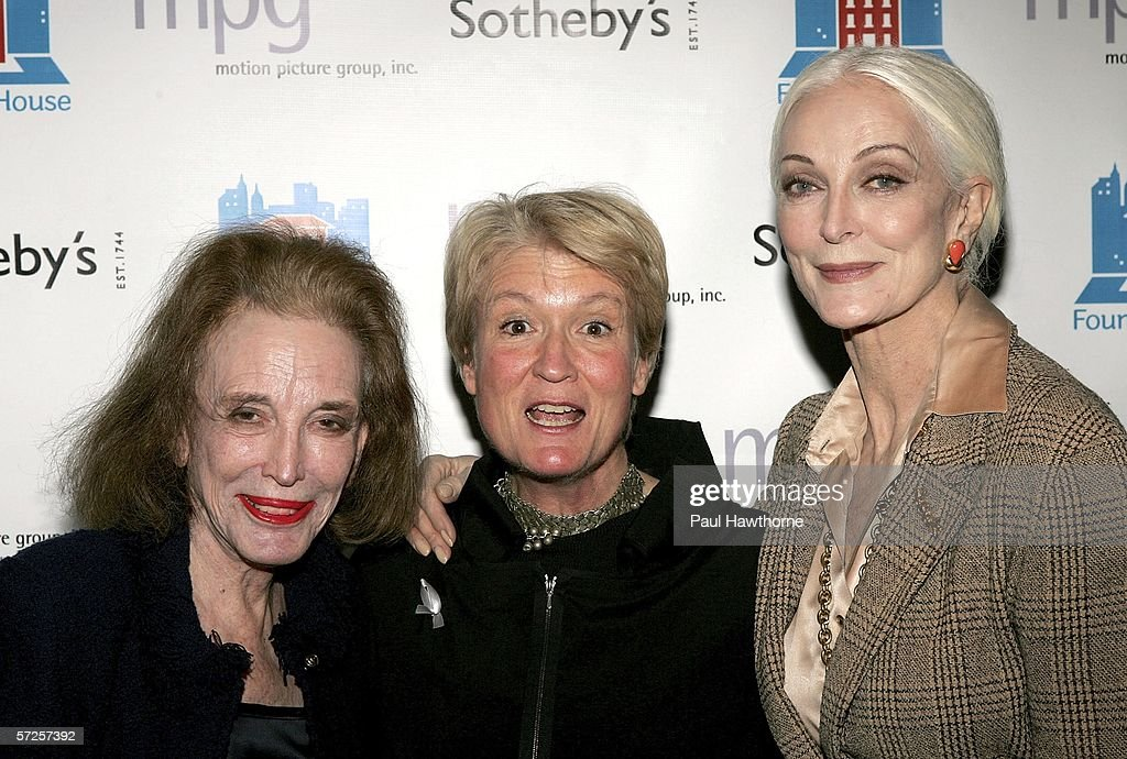 Editor Helen Gurley Brown, Anne Mai and model Carmen Dell'Orefice attend an auction of photographer Francesco Scavullo's work benefiting Fountain House at Sotheby's April 4, 2006 in New York City.