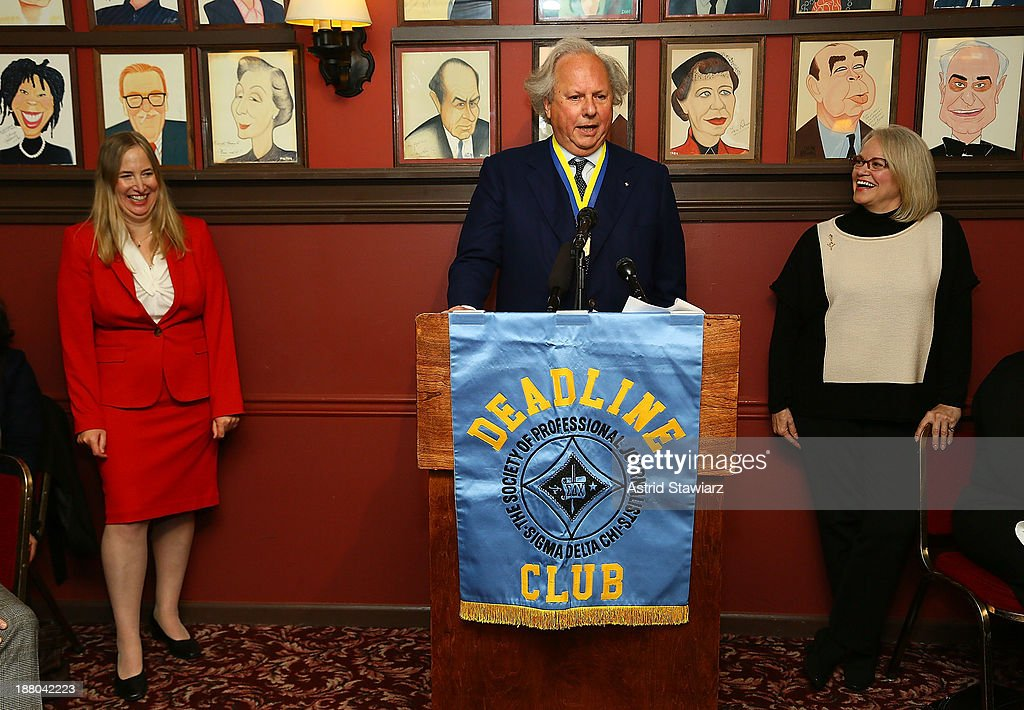 Editor of Vanity Fair Graydon Carter (C) attends The Deadline Club's New York Journalism Hall of Fame 2013 Luncheon at Sardi's on November 14, 2013 in New York City.