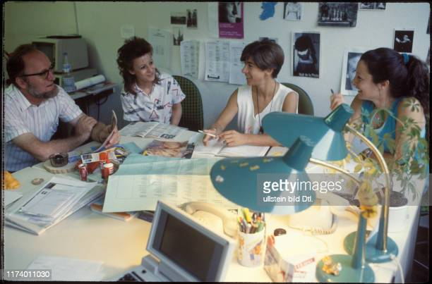 Editorial staff meeting TV loisirs 1987