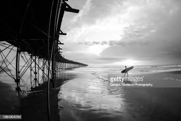 editorial use - down by the sea, blanco y negro, peru - blanco y negro ストックフォトと画像