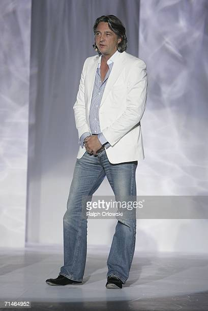 EditorinChief GQ Reinhard Haas opens the Global Sport Style Award 2006 at GQ Ispovision Style Night the International Tradeshow for Sportstyle on...