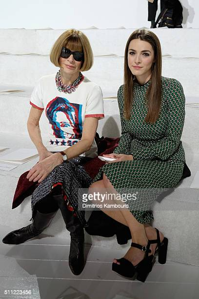 Editorinchief of American Vogue Anna Wintour and Bee Shaffer attend the Marc Jacobs Fall 2016 fashion show during New York Fashion Week at Park...