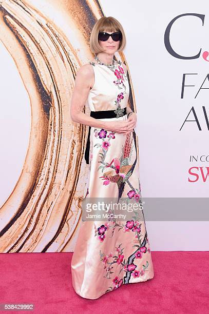Editorinchief of American Vogue Anna Wintour attends the 2016 CFDA Fashion Awards at the Hammerstein Ballroom on June 6 2016 in New York City