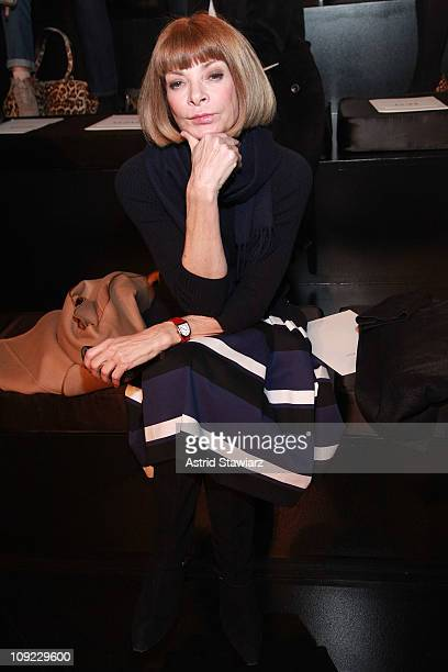 Editorinchief of American Vogue Anna Wintour attends the Ralph Lauren Fall 2011 fashion show during MercedesBenz Fashion Week at Skylight Studio on...