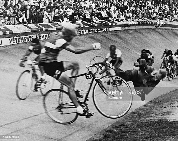 Editor's notes Paris July 19 1958 45th Tour de France Dramatic fall of the French rider Andre Darrigade on the Parc des Princes track at the arrival...