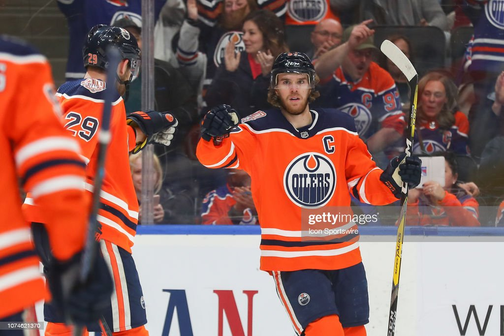 NHL: DEC 22 Lighting at Oilers : News Photo