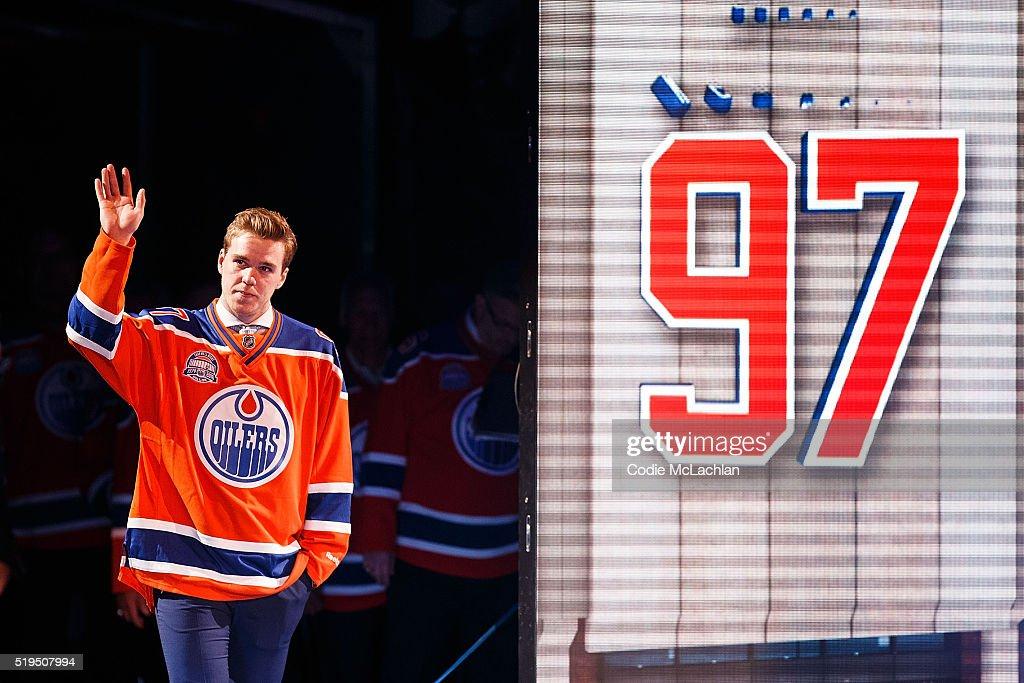 Vancouver Canucks v Edmonton Oilers : News Photo
