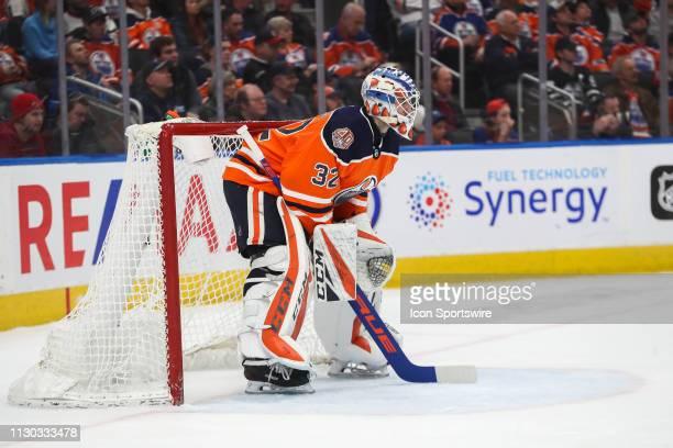 Edmonton Oilers Goalie Anthony Stolarz replaces Edmonton Oilers Goalie Mikko Koskinen in the second period during the Edmonton Oilers game versus the...