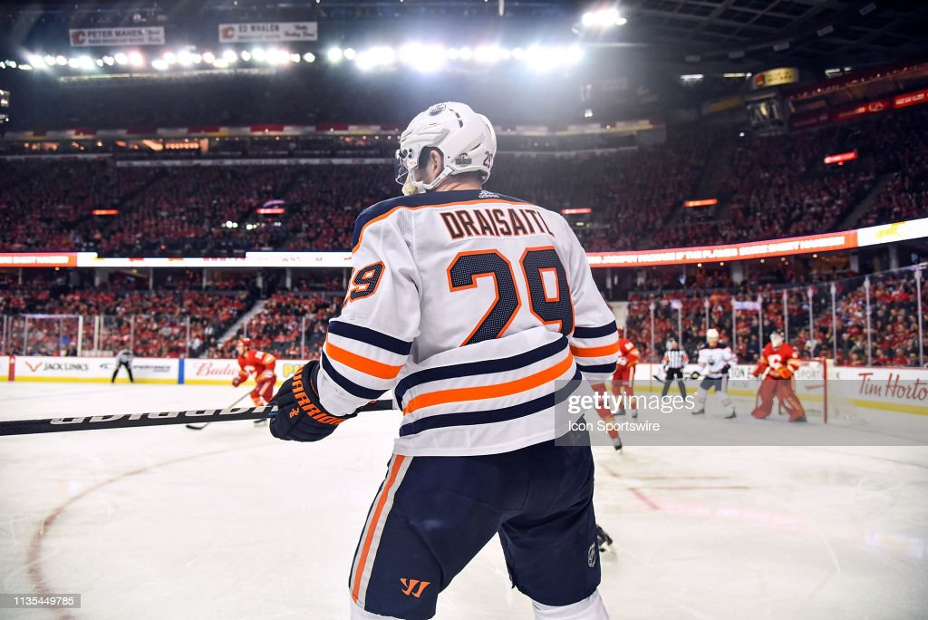 NHL: APR 06 Oilers at Flames : Nachrichtenfoto
