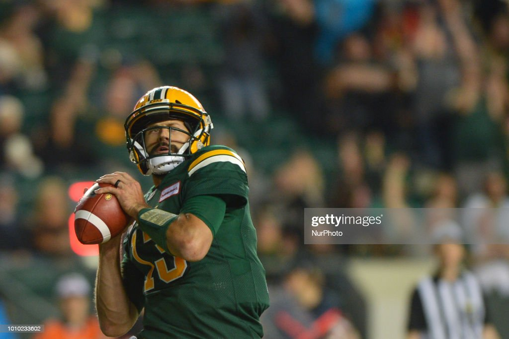 Canada CFL: Edmonton Eskimos v Saskatchewan Roughriders : News Photo