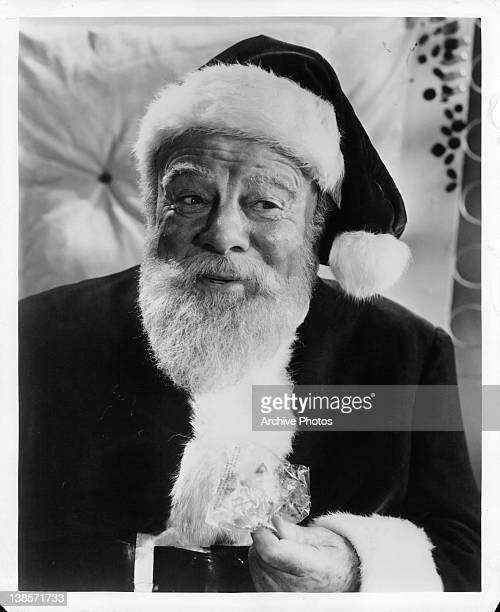 Edmund Gwenn dressed as Santa Claus in a scene from the film 'Miracle On 34th Street' 1947
