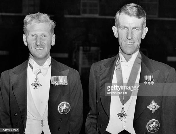 Edmund Hillary und Oberst Hunt sindvon Königin Elisabeth II von England zuRittern geschlagen worden 1953 e