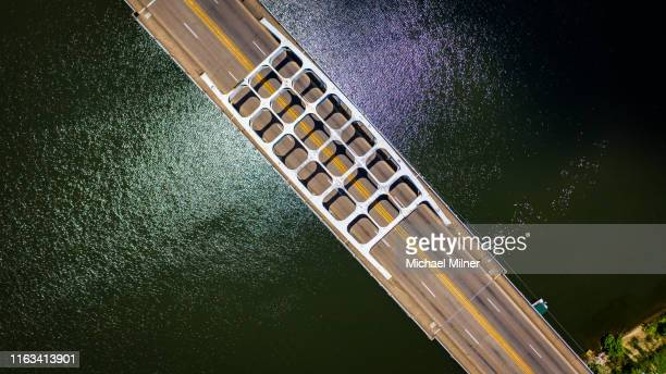 edmund pettus bridge (looking north) - selma alabama stock pictures, royalty-free photos & images