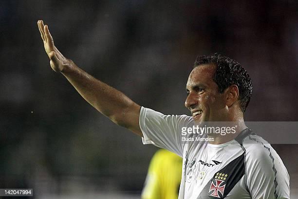 Edmundo of Vasco da Gama celebrates a scored goal againist Barcelona during a match between Vasco da Gama and Barcelona of Quayaquil as part of...