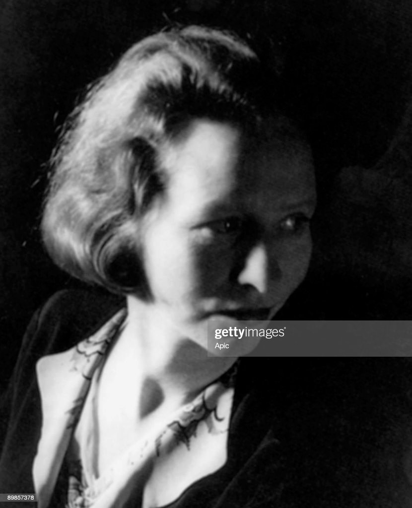 Edna St Vincent Millay (1892-1950) american poet and feminist here in 1933 : News Photo