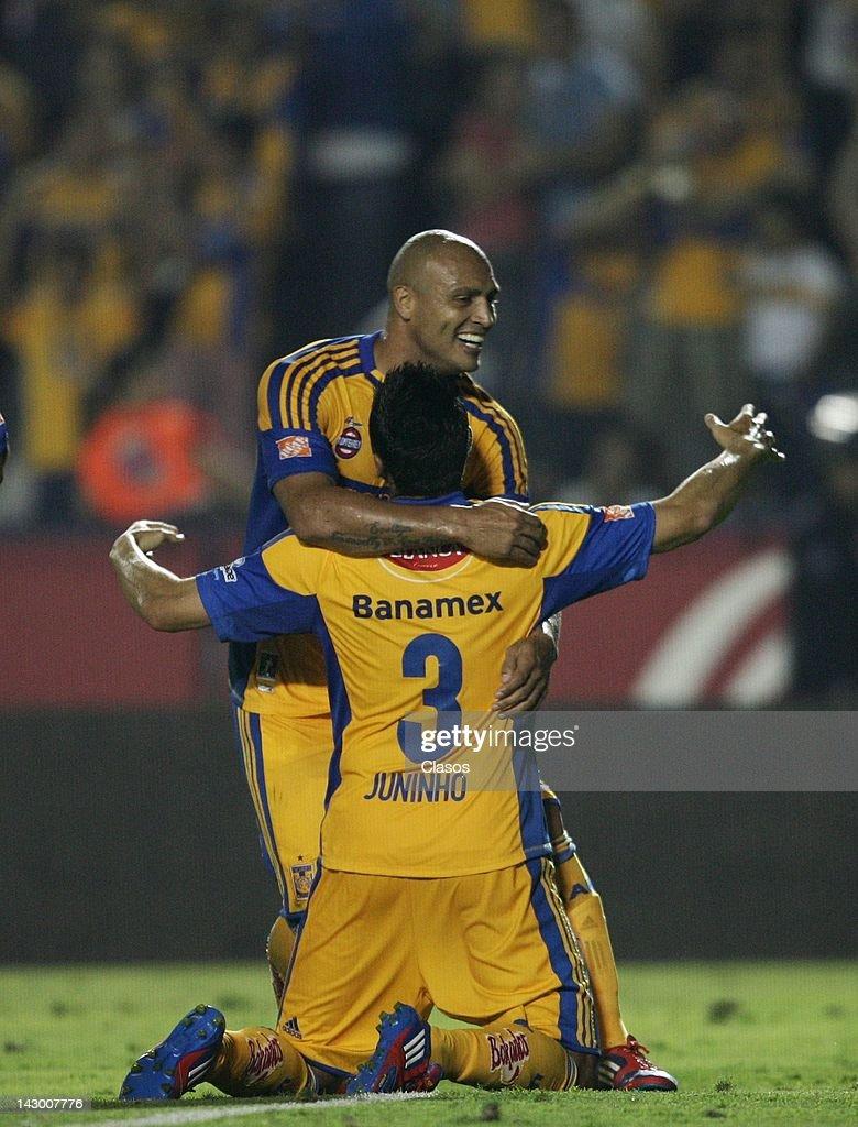 Chivas v Tigres - Clausura 2012 : News Photo