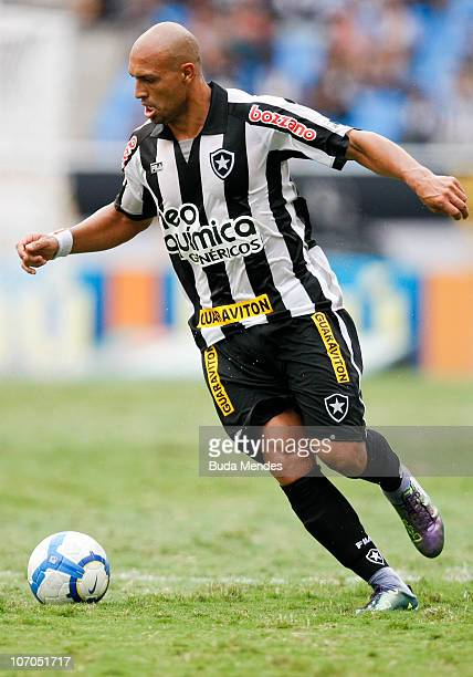 Edno of Botafogo in action during a match against Internacional for the Brazilian Championship 2010 Serie A at the Engenhao Stadium on November 21...