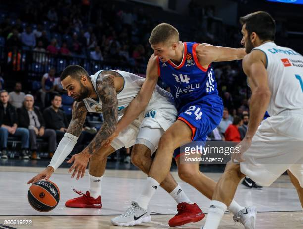 Edo Muric of Anadolu Efes in action against Jeffery Taylor of Real Madrid during the Turkish Airlines Euroleague basketball match between Anadolu...