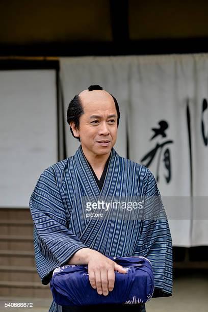 江戸時代の日本の熟年男性に浴衣