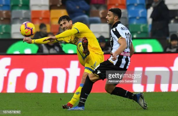 Edoardo Goldaniga of Frosinone Calcio competes for the ball with Rolando Mandragora of Udinese Calcio during the Serie A match between Udinese and...