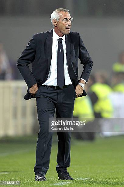 Edoardo Reja manager of Atalanta BC looks on during the Serie A match between ACF Fiorentina and Atalanta BC at Stadio Artemio Franchi on October 4...