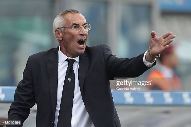 Edoardo Reja manager of Atalanta BC shouts instructions to his players during the Serie A match between US Sassuolo Calcio and Atalanta BC at Mapei...
